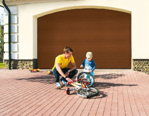 Преимущества использования гаражных секционных ворот